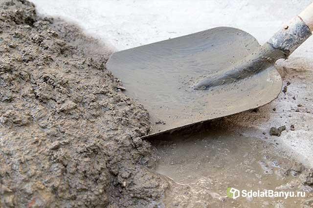 Лопата и бетон