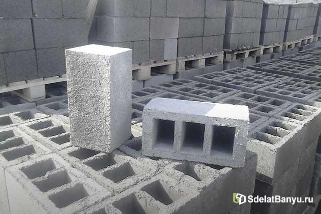 Склад с шлакобетонными блоками