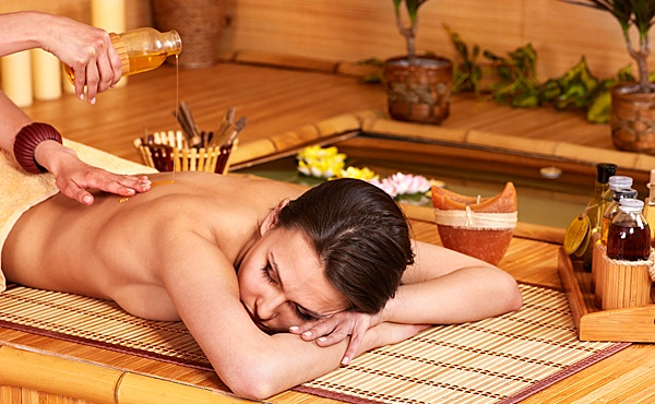 Массаж в бане березовыми и бамбуковыми вениками